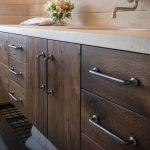 kabinet kayu lembab